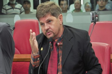 Revoltado, Sérgio da Sac ataca imprensa, Durval Ferreira e colegas de parlamento
