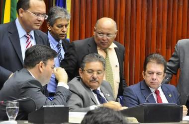 Galdino aposta no diálogo para que servidores estaduais desocupem ALPB