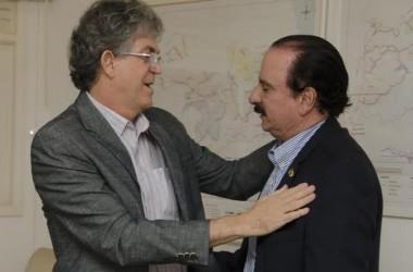 Entre RC e Cartaxo, Durval decide ficar com prefeito
