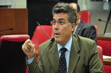 """Líder do governo diz que oposição deve ter colhido peixes para levar até """"lagoa do Viaduto do Geisel"""""""