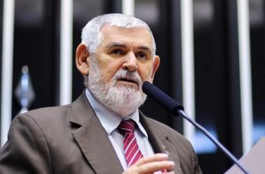"""OUÇA: Um ano sem Dilma, Luiz Couto detona governo Temer: """"Um governo da maldade que parece uma bomba"""""""