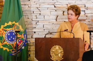 Dilma diz que todos os antecessores praticaram pedaladas com respaldo legal