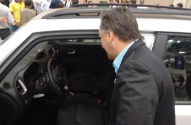 Cartaxo aproveita anonimato para 'curiar' carro da Jeep