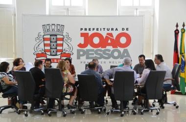Luciano Cartaxo  anuncia pagamento retroativo do reajuste salarial
