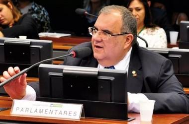 Rômulo Gouveia defende proposta que impede operadoras de interromper contratos