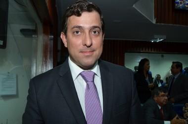 """Gervásio afirma que não vai à convenção do PMDB: """"Não estou participando de nada"""""""