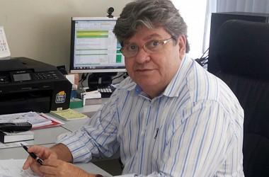 ÁUDIO: João Azevedo anuncia que vai deixar o governo e lança desafio a Cartaxo e Romero