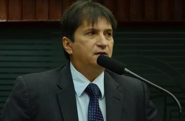 Janduhy Carneiro lamenta falta de apoio aos agricultores e prefeitos