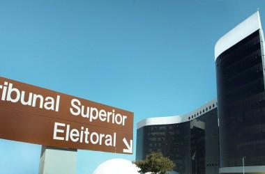 TSE ameaça não realizar eleições com urnas eletrônicas em 2016;  TRE diz que vai acatar decisão