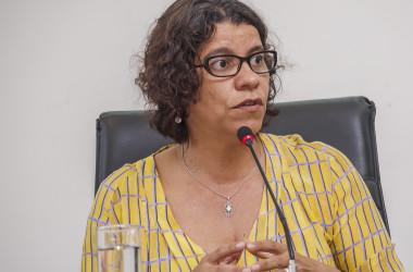 Estela não se coloca na disputa, mas defende que mulher esteja na Mesa Diretora