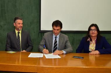 Romero Rodrigues assina convênios com Banco do Brasil para trabalho social no Aluízio Campos