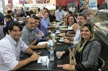 Marco Vinícius toma café com vereadores