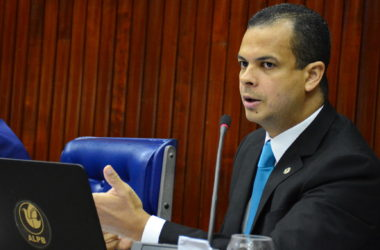 Deputado da PB estreia programa para orar pelo povo na TV e no rádio