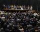 Mesmo após punição, deputados do PMDB devem votar novamente contra Temer