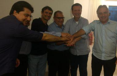Simbólico: Cartaxo e Romero ficam de mãos dadas em CG; veja fotos