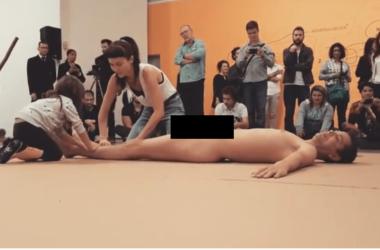 """""""Arte"""" com homem nu e criança causa revolta na PB, Pastor Estevam convoca população a protestar e deputado desabafa"""