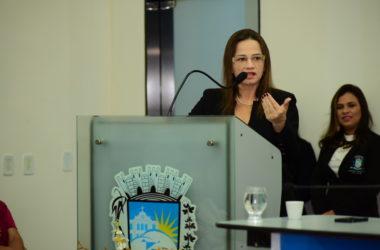 Ivonete Ludgério dá palestra sobre violência contra a mulher na Câmara de Patos