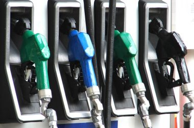 Litro do diesel estará R$ 0,46 mais barato nas refinarias e postos terão que fixar placa com desconto