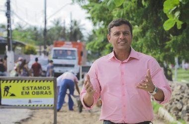 Prefeito VitorHugo desmente 'Fake' da oposição e relata economia de R$ 3 milhões na coleta de lixo