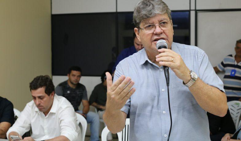 """""""Esta questão está sendo tratada"""", diz João após cobrança de cargos feita por deputados"""
