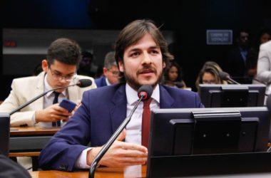 Pedro usa auxílio moradia para fazer média com instituições da Paraíba