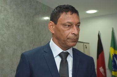 VÍDEO: Carlão diz que Marcílio, Helena Holanda e Marmuthe estão tentando usurpar seu mandato