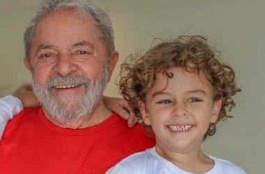 Lula consegue saída temporária da prisão para velório de neto em SP