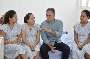 Mulheres da Casa Mãe Bebê recebem visita do prefeito Luciano Cartaxo e agradecem acolhida enquanto aguardam recuperação de seus filhos recém-nascidos