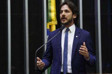 """""""Temos problemas muito graves para achar que o colapso educacional do nosso País é Paulo Freire"""", diz Pedro na presença de ministro da Educação"""