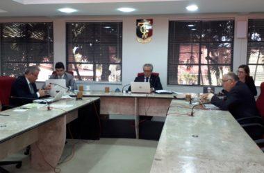 TCE mantém suspensão em licitações de prefeituras